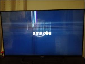 液晶テレビ画面にヒビスジが入る