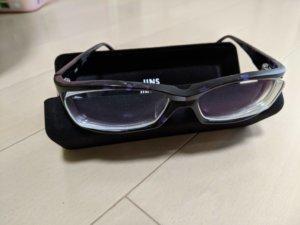古い黒縁メガネ